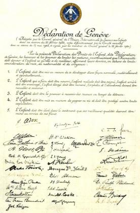 1. Déclaration de Genève, 1923 (Archives de l'État de Genève, Archives privées 33).  Les deux premières signatures sont celles de Gustave Ador (1845-1928), président du Comité international de la Croix-Rouge, et d'Eglantyne Jebb (1876-1928), fondatrice de Save the Children Fund et de l'Union internationale de secours aux enfants